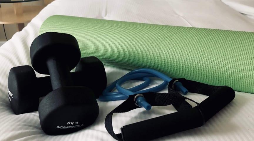 Få pulsen op på hotelværelset med en room service workout
