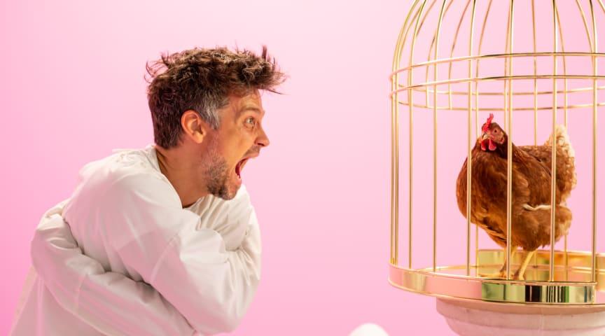 Angst vor Hühnern: Wayne Carpendale im TV-Spot der Felix Burda Stiftung