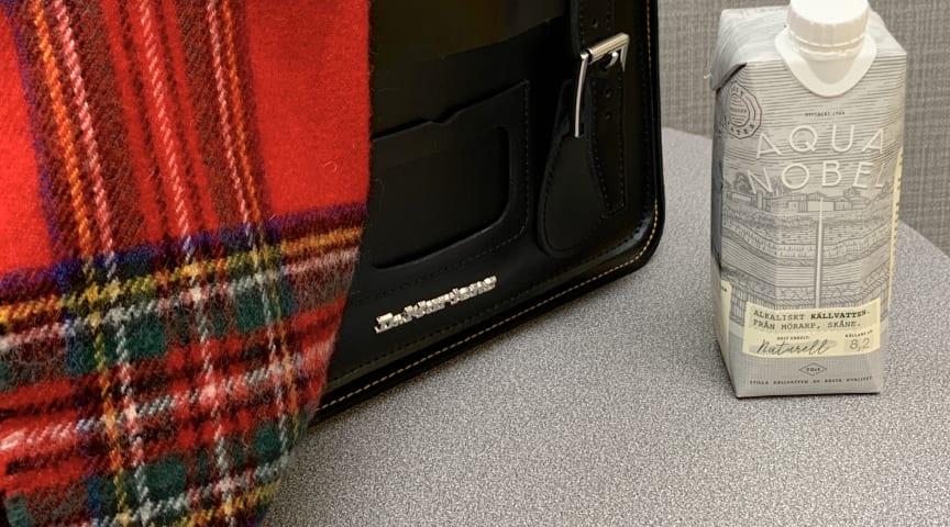 Buteljerat vatten är enkelt att ta med i träningsväskan eller på resan.