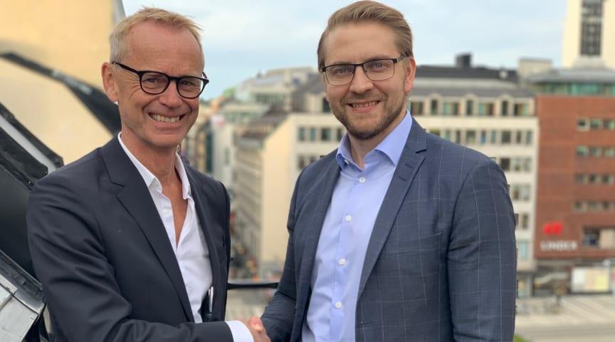 Joel Köhl, som tillträder som VD för dotterbolaget SoftOne Sverige AB den 16 mars, hälsas välkommen av Håkan Lord, CEO och grundare av SoftOne Group.
