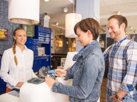Kontaktloses Bezahlen mit Visa - zu Hause und im Urlaub