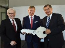 Charité-Neubau: Feierliche Schlüsselübergabe