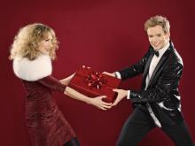 """Underbara """"Julen är här"""" på Sverigeturné! Musikalstjärnorna Peter Johansson och Matilda Grün är aktuella med jullåten """"Join In The Song"""""""