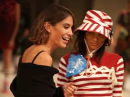 Visa Europe Collab_Alexa Chung bei Henry Holland