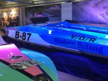 Veronica med nystripad båt på båtmässorna i Göteborg och Stockholm.