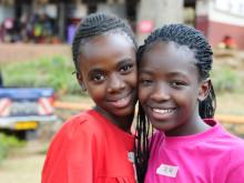 Flickor i Uganda som deltar i Plans studie om barnäktenskap