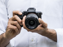 Sony представляет α7 II - первую в мире полнокадровую камеру с оптической 5-осной стабилизацией изображения.