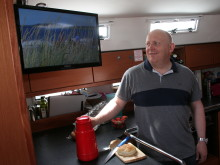 RiksTVs administrerende direktør Christian Birkeland er selv en ivrig seiler