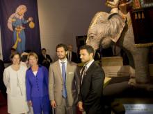 Länsmuseichef Åsa Hallén, Kulturminister Lena Adelsohn Liljeroth, H.K.H. Prins Carl Philip och VD 1001 Inventions Ahmed Salim i utställningen på Värmlands Museum