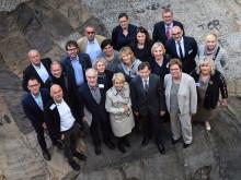 Die Direktorinnen und Direktoren der RuhrKunstMuseen vor Schloss Strünkede zur PK von Kunst & Kohle