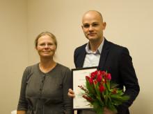 Utförarstyrelsens ordförande Birgitta Rydhagen (MP) och Fedja Serhatlic, Leanlinks hjälte