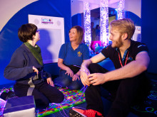 Paralympic star Jonnie Peacock opens sensory room at Lincolnshire school