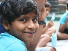 På rette spor! - Rejsebureau fejrer 30 års jubilæum ved at give indiske gadebørn tag over hovedet