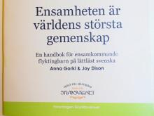 Vi söker volontärer som kan översätta handbok för ensamkommande!