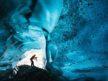 Se de unike bildene av de spektakulære Islandske grottene