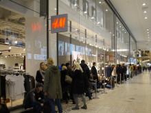 Lång kö till H&M:s Kenzosläpp