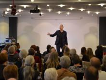 Andreas Bo optræder ved FTF-A's julefrokost for ledige