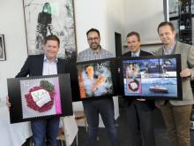 Präsentation der neuen Gourmet-Briefmarken; v.l.n.r. Daniel Skjeldam (Konzernchef Hurtigruten), Bandar Abdul-Jauwad (Miteigner Maaemo), Dag Mejdell (Konzernchef Norwegische Post), Andreas Viestad (Kochkünstler)