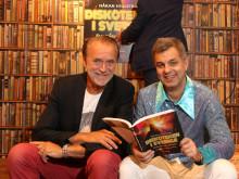 Claes Clabbe av Geijerstam och Håkan Hjulström med boken Diskoteken i Sverige