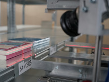 Bücher kommissionieren mit mobilen Robotern - TORU verdoppelt Performance im zweiten Testeinsatz