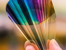 Bendable electronic paper displays whole colour range