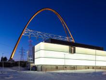 Valo leikkii uudella Länsisalmen sähköasemalla – Asema on kaupunkikuvallisesti aivan omaa luokkaansa