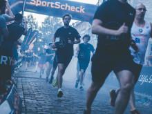 Beim nächtlichen SportScheck RUN in Erfurt stehen die Läufer im Rampenlicht der Altstadt