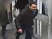 Image of man police wish to identify ref: 242265
