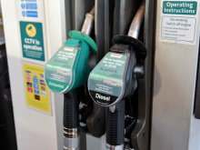 Average petrol and diesel prices stay the same in March
