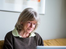 82-year-old Kristin has never been on the Internet - follow her first week online