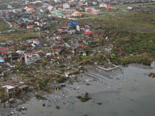 Stor förödelse i Tacloban City efter tyfonen Haiyan.