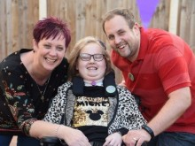 11 year old Maisie Finally Goes Home After 259 Days in Hospital Battling Brain Tumour
