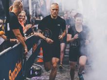 Wie beim SportScheck RUN in Dresden werden auch die Läufer in München mit den neuen Shirts von Under Armour ausgestattet.