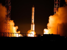 EUTELSAT 9B satellite soars into space