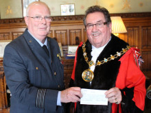Mayor recives cheque for charity