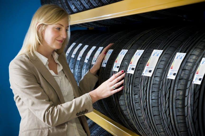 Consumer with new EU Tire Label 1222
