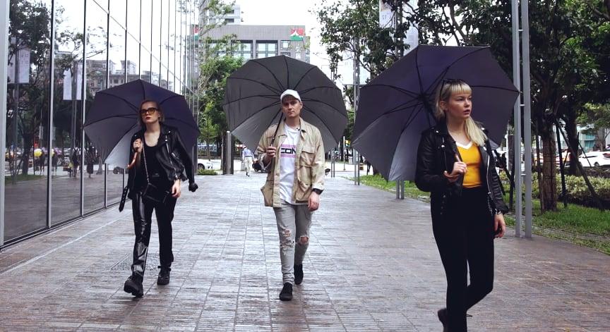 Umbrella_The Magnettes.jpg