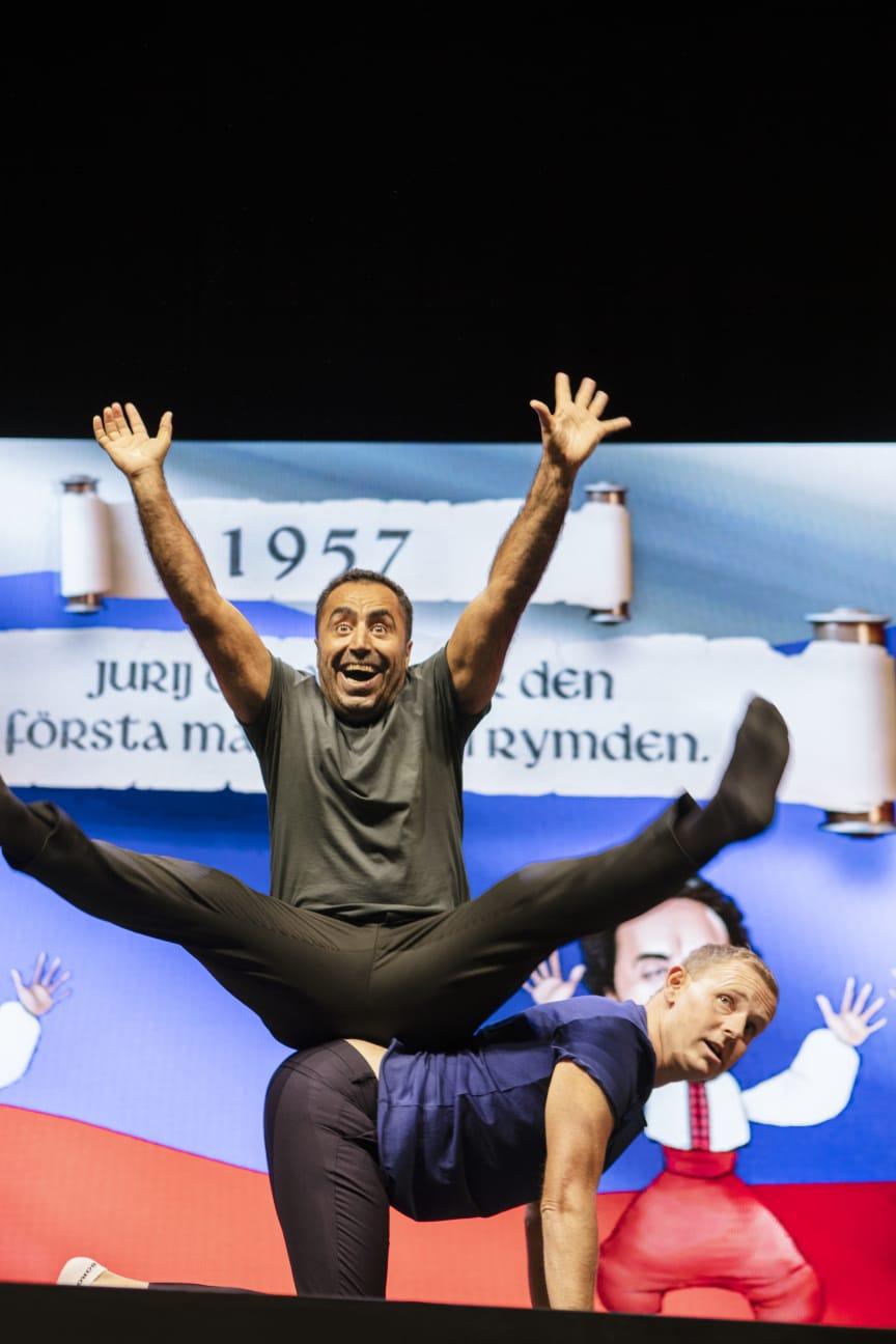 Pressbild Özz Nûjen & Måns Möller - ur föreställningen