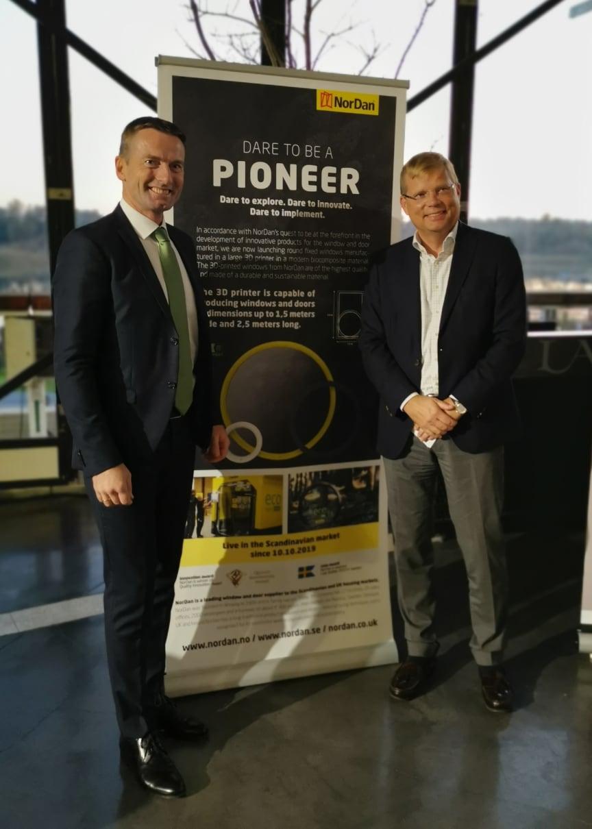 NorDan fick priset i kategorin storföretag för sina 3D-printade fönster och dörrar. Dag Kroslid, vd på NorDan tillsammans med Magnus Hellgren, Sveriges ambassadör i Israel, som delade ut priset.