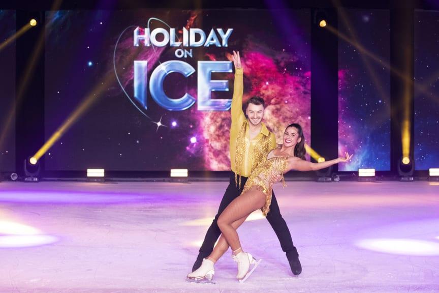 Sarah Lombardi und Joti Polizoakis bei HOLIDAY ON ICE