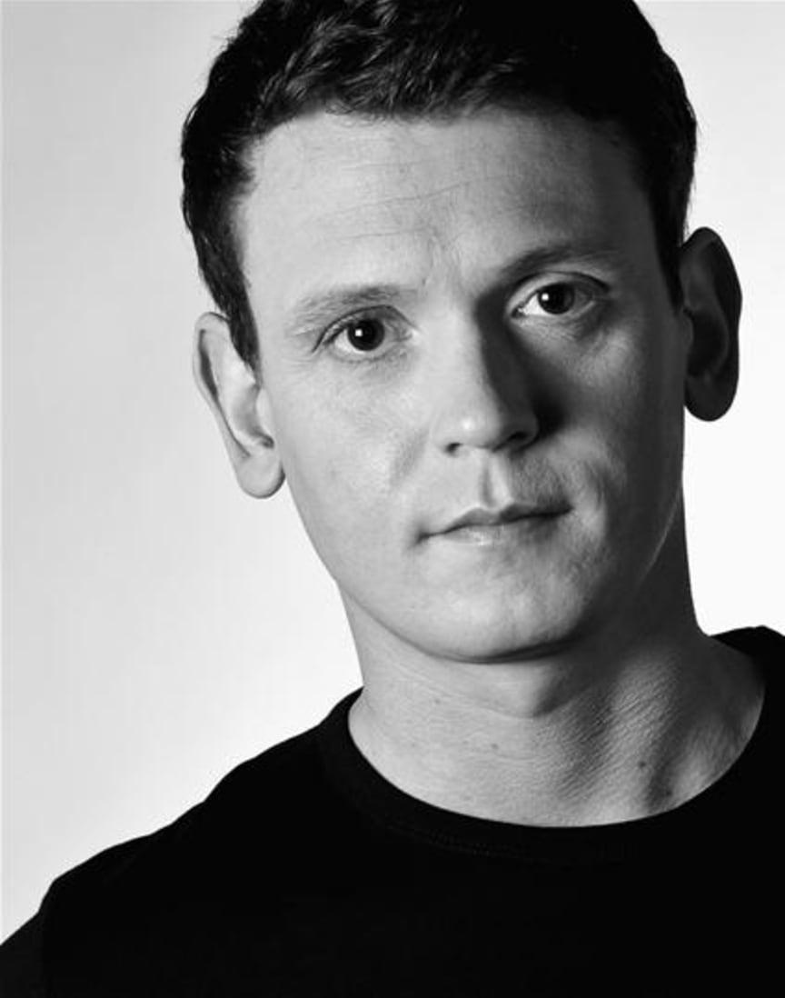 Brittisk stjärndramatiker medverkar som skådespelare i GESTs internationella succé Expectations på Folkteatern Göteborg