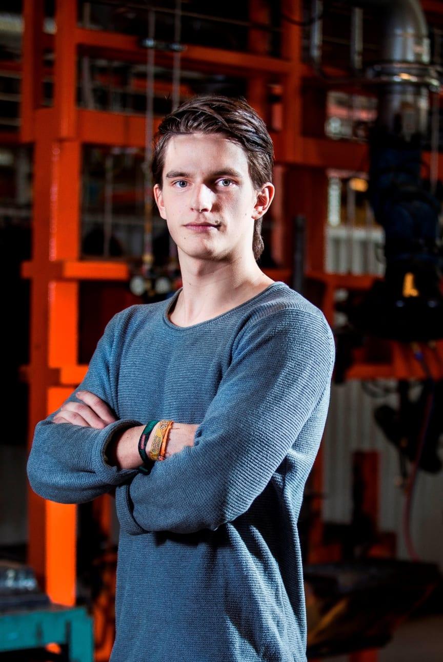 "Jakob Jansson, Växjö, finalist i ""SM för unga plåtslagare 2013""."