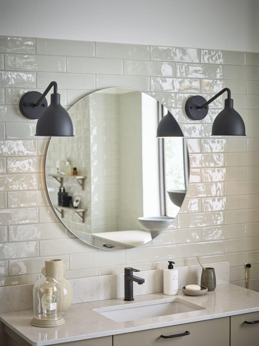 Vedum Badrum - Spegel Grann med väggbelysning Dala