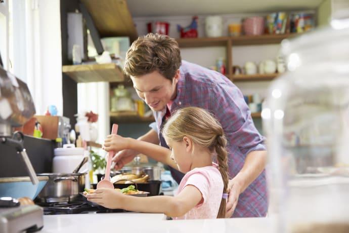 Tag børnene med i køkkenet i sommerferien - Arla Foods