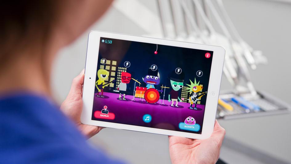 Med appen flyttar Folktandvården in i svenska hem och telefoner. Rocka  munnen som innehåller både spel och timer ska göra ... 10dab4772ae3f