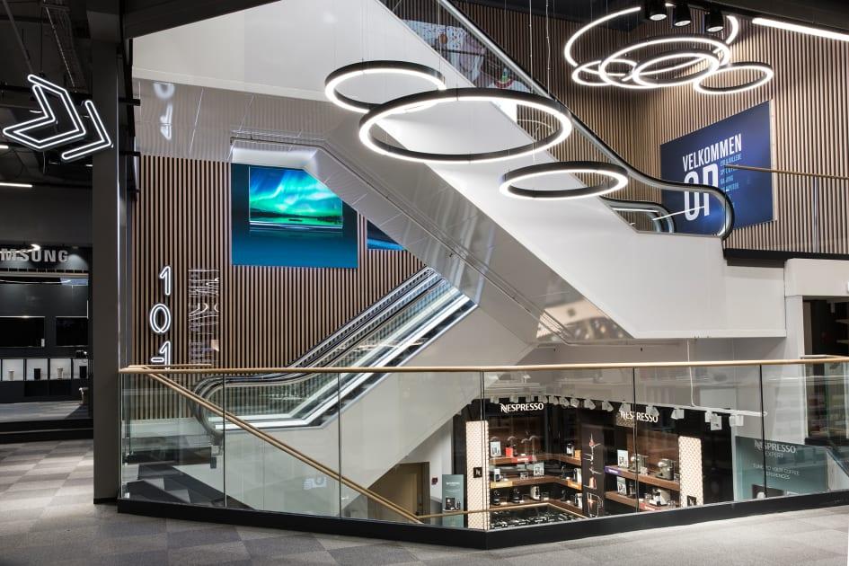 90d5d5ba342 8 er Elgiganten klar til at løfte sløret for kædens nye store  flagskibsbutik på Strøget i København. Dørene slås op til en gigantisk  åbningsfest, ...
