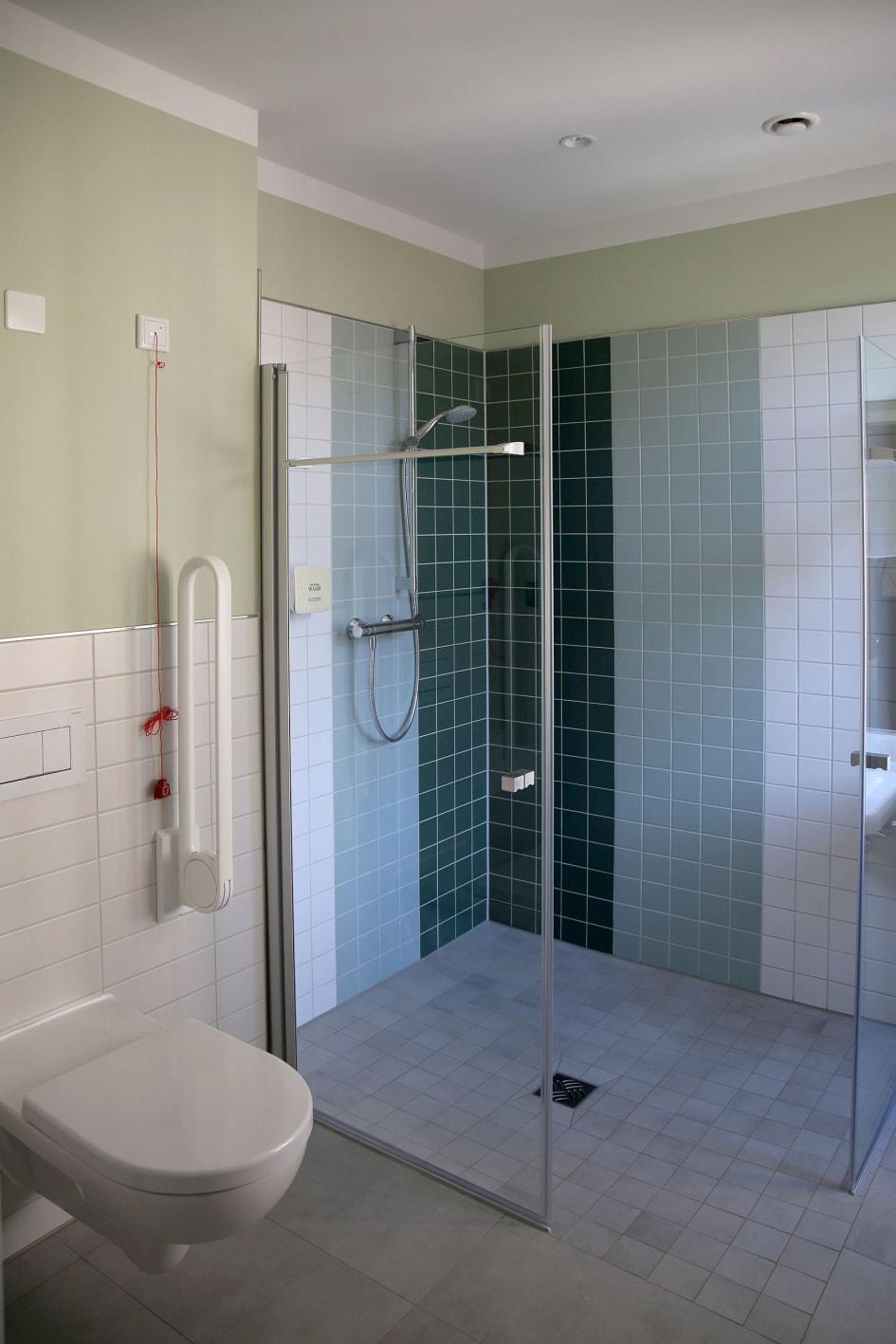 Behindertengerechtes Badezimmer.Integrationshotel Philippus Behindertengerechtes Badezimmer