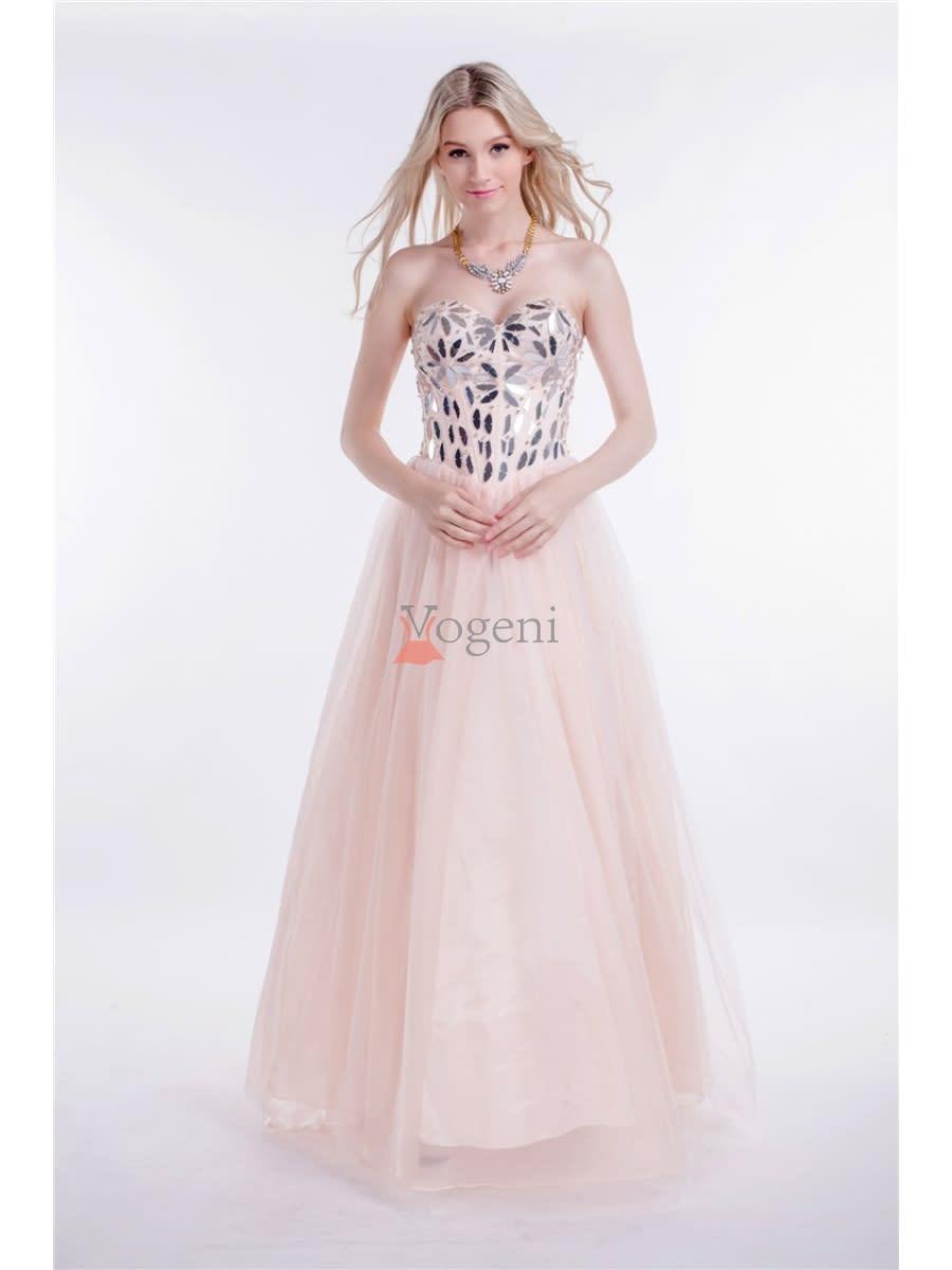 bf1b1e19dc7c Det är alltså dags att köpa balklänningar online i Sverige. Det finns  hundratals onlinebutiker att välja mellan, till exempel vogeni.se, nelly.com  och ...