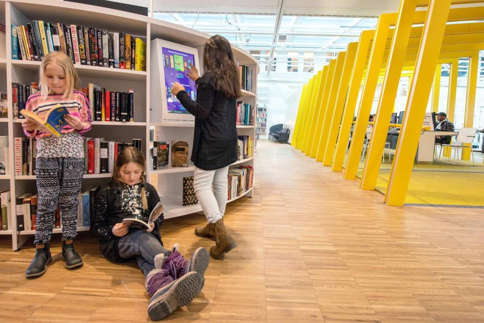 bibliotek uppsala stadsbibliotek öppettider