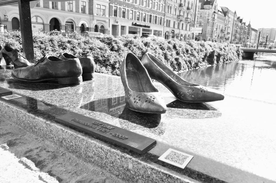 8b48a7c62e0f Avtäckning av 10 nya par skor på Davidhallsbron - Malmö stad